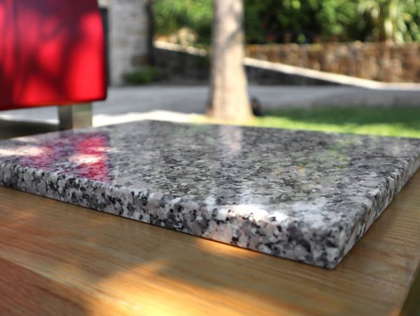 Rosa Monção granite cutting board - detail