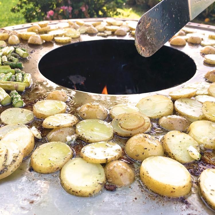 Patatoes on Doze Sentado Plate Grill